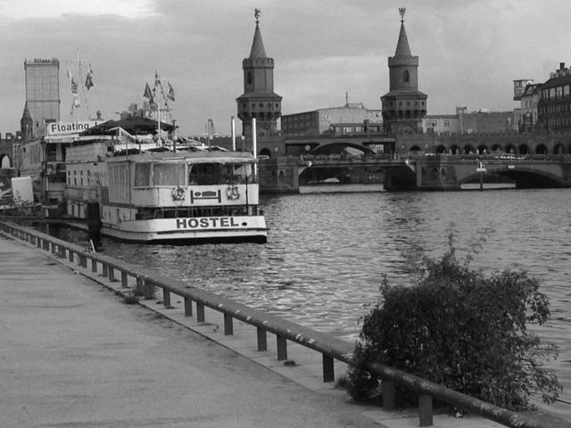 Hostelboot_BW